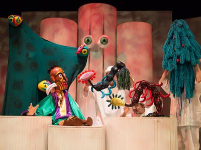 ろう者と聴者が一緒におこなう人形劇「森と夜と世界の果てへの旅」の明石公演を開催します